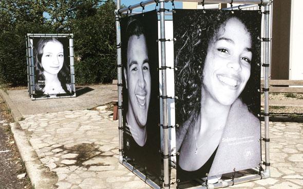 Structures d'exposition en bache tendue - Exposition contre le racisme à Montpellier