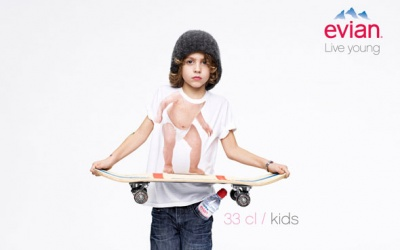 Affiches publicitaires evian - campagne baby inside