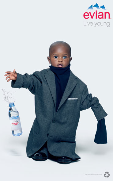 inspiration affiches publicitaires - campagne oversize Evian