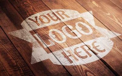 10 mockups de logos gratuits à télécharger - Mockups sur bois